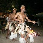 Dansgroepje bij de Boma in Tembe, april 2014