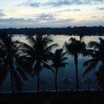 la superbe vue sur la riviere et les rizieres de notre chambre, a l'aube