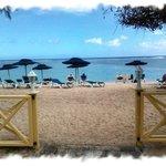 Sortie hotel vers la plage