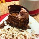Lo que quedo del relleno del moño de chocolate, porción abundante para dos personas. Muy rico