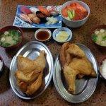 ชุดมีซูชิ และข้าวหน้าปลาดิบ 1500-1800เยน