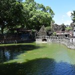 中国庭園風の池