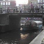 Ponte sobre o Egelantiersgracht.