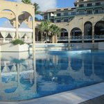 Imnumerables piscinas todas muy comodas y bellas
