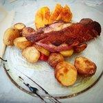 Magret de canard,  mangue, pommes de terre