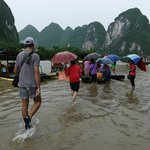 Путешествие по реке Ли. Пристань затоплена, ливень