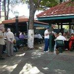 Parque Máximo Gómez, abuelos jugando al dominó