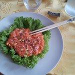 Tartare di salmone (leggermente piccante è praticamente perfetta)