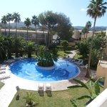 La piscina pequeña del hotel
