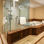 Tennessee Williams Suite Bathroom