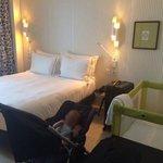 Chambre spacieuse même avec un lit bébé