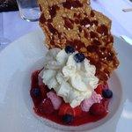 Fruits rouges, espuma vanille de Tahiti et sa glace ... Aussi beau que bon