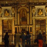 Uno de los altares con pinturas del romanaaticismo.