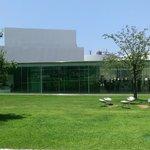 円形の素敵な美術館