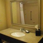 King Bed Room, Bathroom - Hampton Inn Moncton