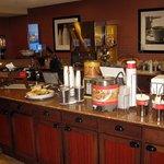 Breakfast Area - Hampton Inn Moncton