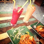 The smoothies and pad thai