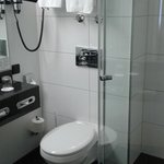 baño limpio y buen tamaño