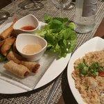 Assortiments d'entrées et riz cantonais