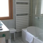 salle de bain chambre 235