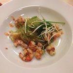 Spaghetti di soia con gamberi e alghe wakame