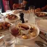 Escargots a 4 goût: fois gras, truffe , ail, beurre et or.