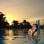 Atardecer en la piscina del hotel
