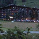 Alpenhof in der Dämmerung