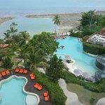 Sicht auf Pool und Pool Villa