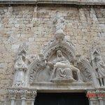 Барельеф на здании монастыря.