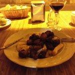 Carne fiesta - media racion. Carne de cerdo macerada y frita ,acompañada de papas fritas del pa