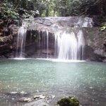 Cascada cerca de la aldea Maya