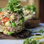 Quinoa stuffer portabello mushrooms