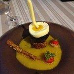 Oeuf a la coque, chocolat blanc et passion - mangue. ..