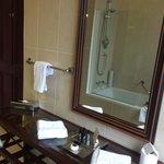 Georgian suite bathroom