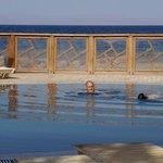 la piscine vue sur la mer