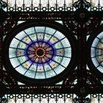 Detalle del vitral de bóveda en el ingreso al Hotel
