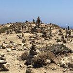 Cumuli di rocce sulla piccola penisola