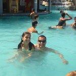 Eu e a filha na piscina