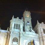 Vista nocturna del Ayuntamiento de Valencia