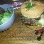 Mi hamburguesa. ..mmmm