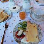 朝食テーブル(バフェットです)