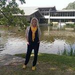 Озеро и административное здание