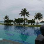 Pool & beachfront