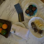 Complimentary fruit & cookies