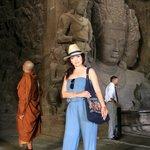 монахи-частые здесь гости