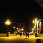 El hotel desde debajo del Arco de Santa María