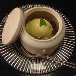 Mint ice-cream with peach