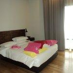 girls room (2nd bedroom)