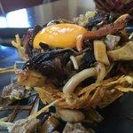Nido (patatas paja con boletus, huevo y foie)